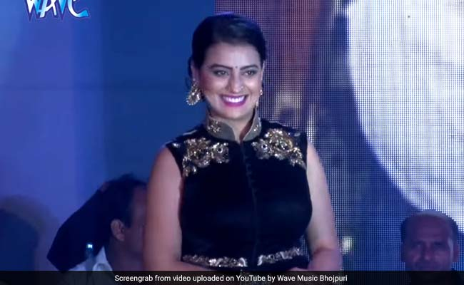 अक्षरा सिंह ने भोजपुरी गानों पर किया झकास डांस, लटके-झटके देख सपना चौधरी को जाएंगे भूल- देखें Video