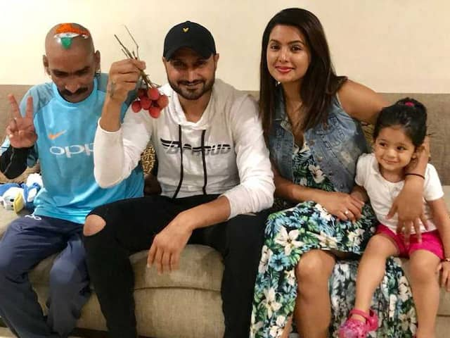 Team India biggest fan now meets Harbhajan Singh with special gift, Bhajii reveals the secret