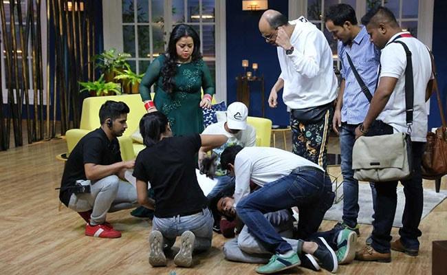 इंटरव्यू करते हुए बेहोश हो गया टीवी का ये सुपरस्टार, डर के मारे चिल्लाने लगी कॉमेडियन भारती सिंह