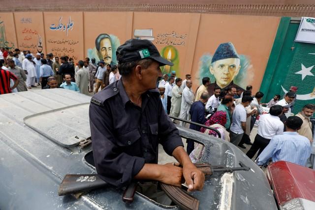 Fearing Poll Violence, Officials Arrange 1,000 Kafan In Pak's Peshawar