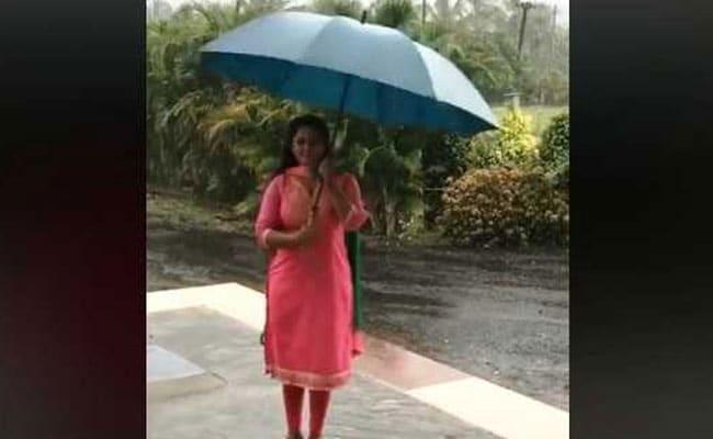 Viral Video: झमाझम बारिश में भीगी भोजुपरी एक्ट्रेस अंजना सिंह, छतरी से यूं खेलती आईं नजर