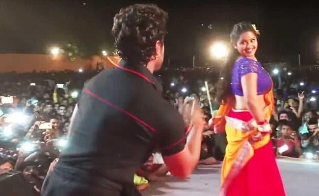खेसारी लाल यादव और काजल राघवानी का 'सरसो ने सगिया' पर मचाया धमाल, जनता हुई बेहाल- देखें Video