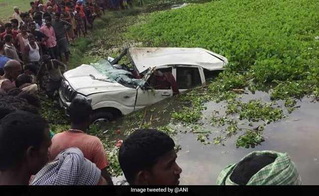 बिहार : अररिया में कार पेड़ से टकराकर तालाब में गिरी, 6 बच्चों की मौत