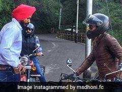 VIDEO: शिमला की पहाड़ियों पर MS Dhoni ने दौड़ाई एनफील्ड, देखते रह गए लोग