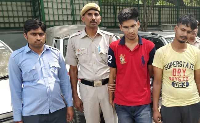 दिल्ली पुलिस के कॉन्स्टेबल की बहादुरी से पकड़े गए दो हथियारबंद बदमाश