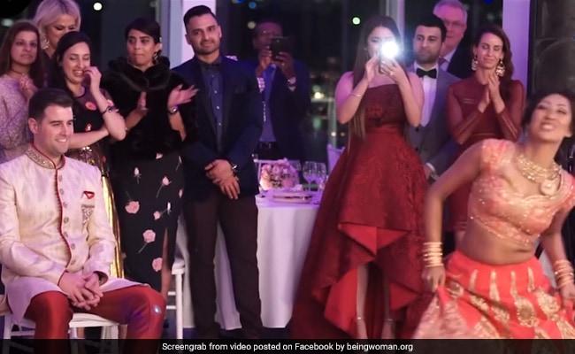 दुल्हन के देसी डांस को देखता रह गया विदेशी दूल्हा, वायरल हुआ VIDEO