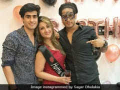 <i>Kasautii Zindagii Kay</i>'s Urvashi Dholakia Celebrates Birthday With Twin Sons And Mom. See Pics