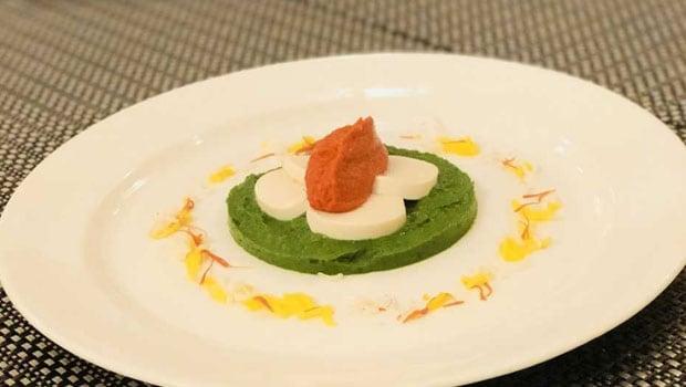 लहसुनी पालक विद टोफू एंड मक्खनी ग्रेवी