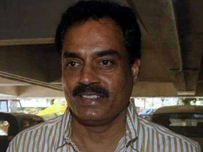 Now Former captain Dilip Vengsarkar lamabsted on third test pitch