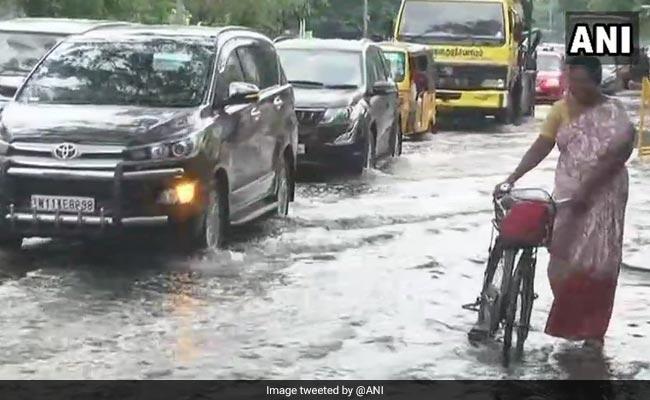 Chennai weather: சென்னையில் இடி மின்னலுடன் விடிய விடிய கொட்டித் தீர்த்த கனமழை!
