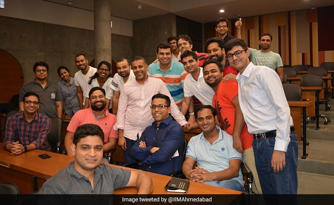 It's Not That 'Simple' To Be 'Simple': Chetan Bhagat To IIMA Students