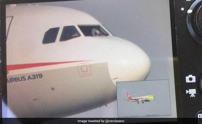 हवा में टूटी कॉकपिट की खिड़की, बाहर लटक गया को-पायलट, जानिए क्या किया पायलट ने