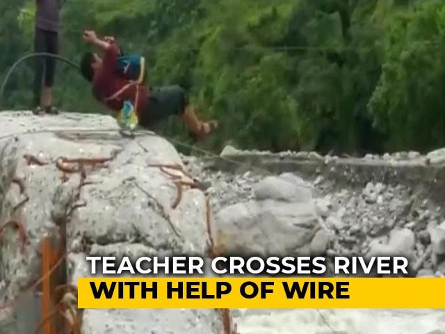 Video : Teacher Zip-Lines Across Raging River In Uttarakhand To Reach Work