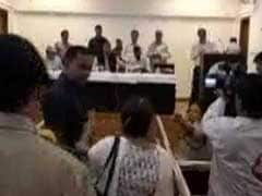 उत्तराखंड के मुख्यमंत्री त्रिवेंद्र सिंह रावत से उलझी महिला टीचर, CM ने कहा- इसे गिरफ्तार कर लो