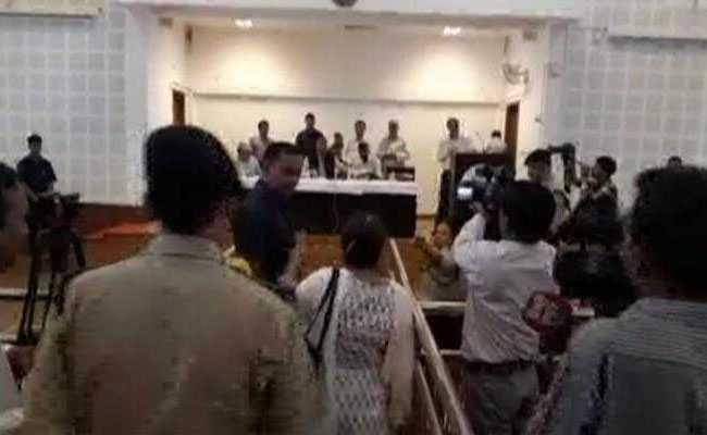 उत्तराखंड के 'जनता दरबार' में कुदृश्य कांड