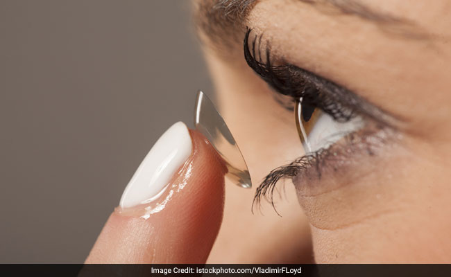 Woman's Contact Lens Found In Her Eye After 28 Years, Internet Horrified