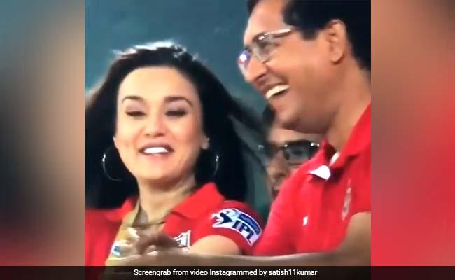 IPL 2018: क्या मुंबई इंडियंस के बाहर जाने से खुश हैं प्रीति जिंटा? वायरल हो रहा है ये वीडियो