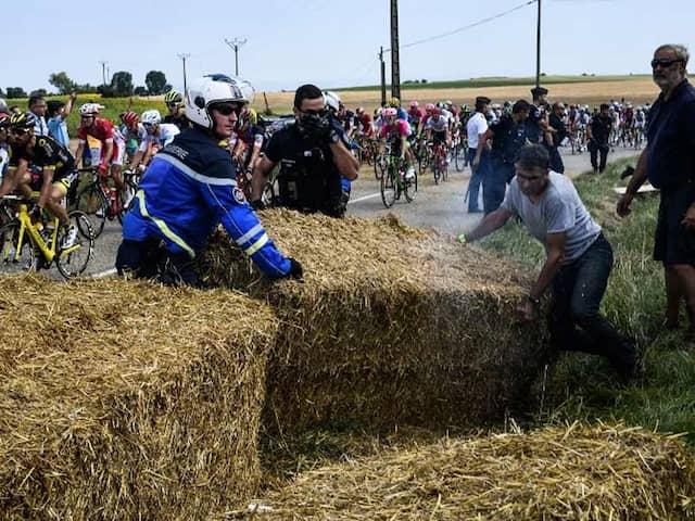 Tour de France Restarts After Farmers Protest