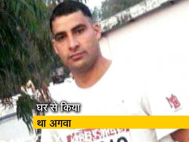 Videos : आंतकियों ने पुलिस कॉन्सटेबल को अगवा कर की हत्या