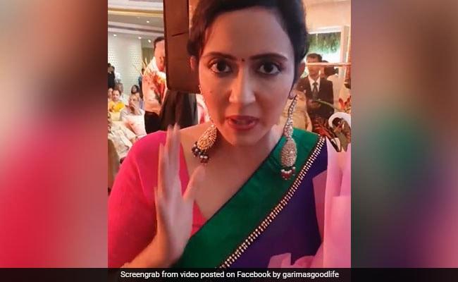 मुंबई की शादी को देख दिल्ली वालों को कोसने लगी ये महिला, वायरल हुआ VIDEO
