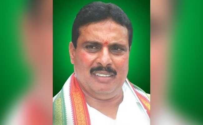 तेलंगाना में कांग्रेस को झटका, वरिष्ठ नेता और पूर्व मंत्री दानम नागेंद्र ने पार्टी छोड़ी