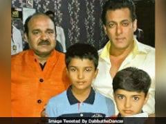 When 'Dancing Uncle' Met Salman Khan On <i>10 Ka Dum</i> Set. Pic Here