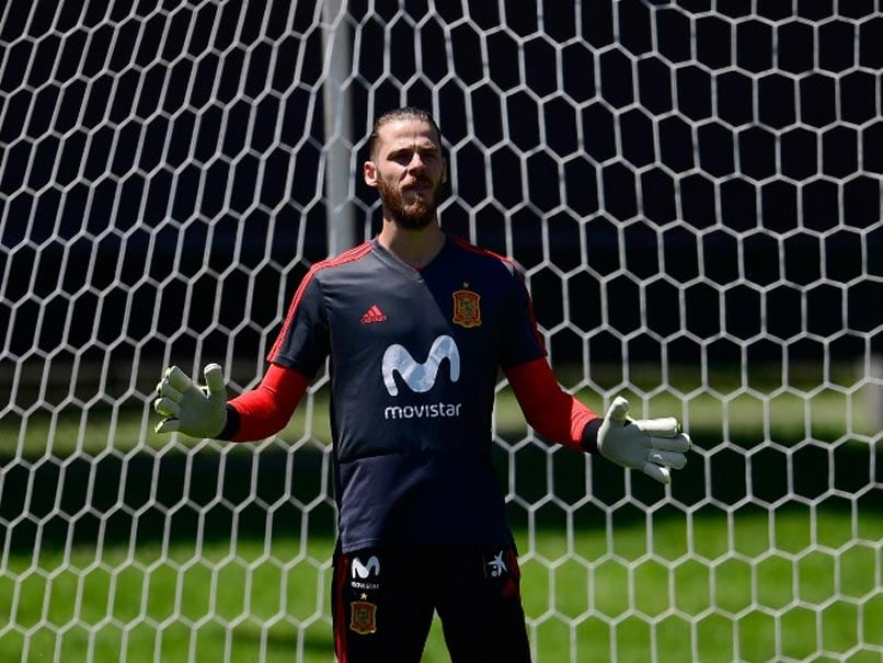 David de Gea shoots down questions despite Real Madrid interest
