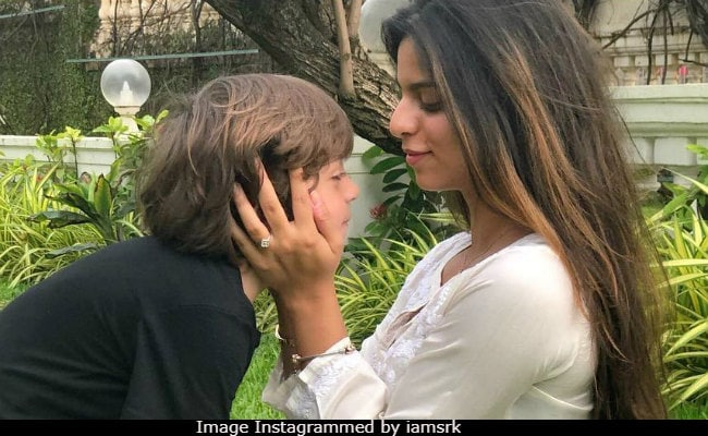 Raksha Bandhan 2018: Cute As Suhana And AbRam Are, It's Shah Rukh Khan's Message That Wins Rakhi