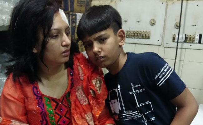 तीस हजारी कोर्ट में पति ने किया पत्नी पर हमला,बीच बचाव में आए बच्चे को भी लगी चोट