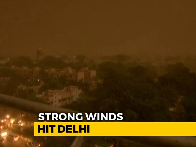 Video : Rain, Dust Storm Hit Delhi With Strong Winds, 27 Flights Diverted