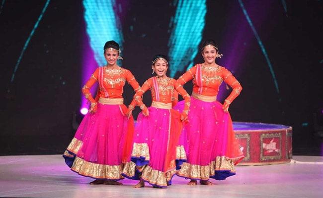 Dhadak: जाह्नवी कपूर की 'धड़क' के 'झिंगाट' पर इन लड़कियों ने किया कथक डांस, डायरेक्टर को हुआ ये पछतावा