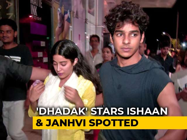 Fans Couldn't Stop Taking Selfies With Ishaan & Janhvi