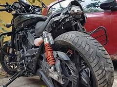 डीएनडी फ्लाईओवर पर कार की टक्कर से बाइक सवार यमुना में गिरा, तलाश जारी