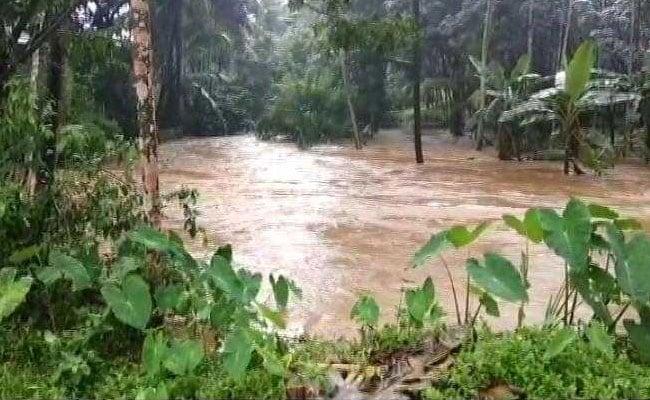 केरल में भारी बारिश और भूस्खलन से 24 लोगों की मौत, कई बांध खोले गए