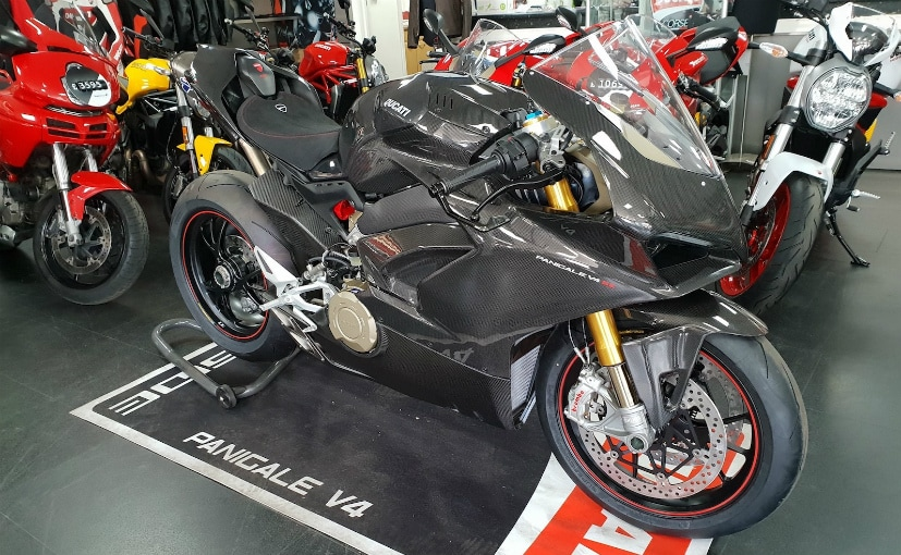 Ducati Panigale V4 With Carbon Fibre Bodywork Spotted