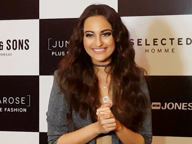 Ranveer Singh & I Couldn't Walk The Ramp Together: Sonakshi Sinha
