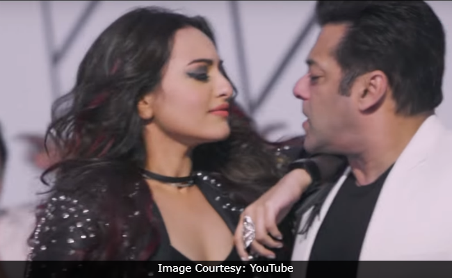 Salman Khan And Sonakshi Sinha Recreate Dharmendra's Iconic Song Rafta Rafta For Yamla Pagla Deewana Phir Se