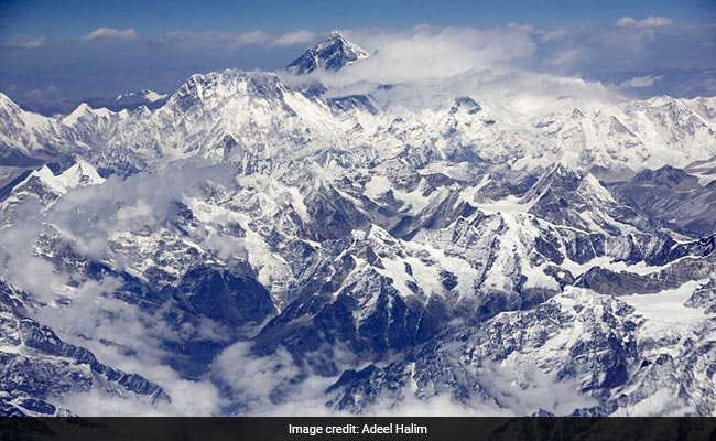 This Is How A Man Plans To Clean Up 14 Tons Of Feces From Mt Everest