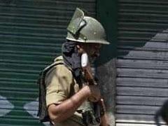 तलाशी के दौरान घर के अंदर गोली चलाने पर परिवार जवानों से भिड़ा, वायरल हुआ VIDEO