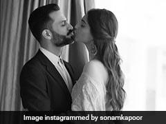 Sonam Kapoor और Anand Ahuja की इस रोमांटिक तस्वीर को देख, आप भी कहेंगे Cute Couple!