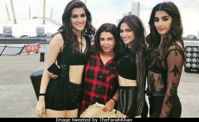 It's Housefull With The Leading Ladies! Hello there, Kriti Sanon, Pooja Hegde, Kriti Kharbanda