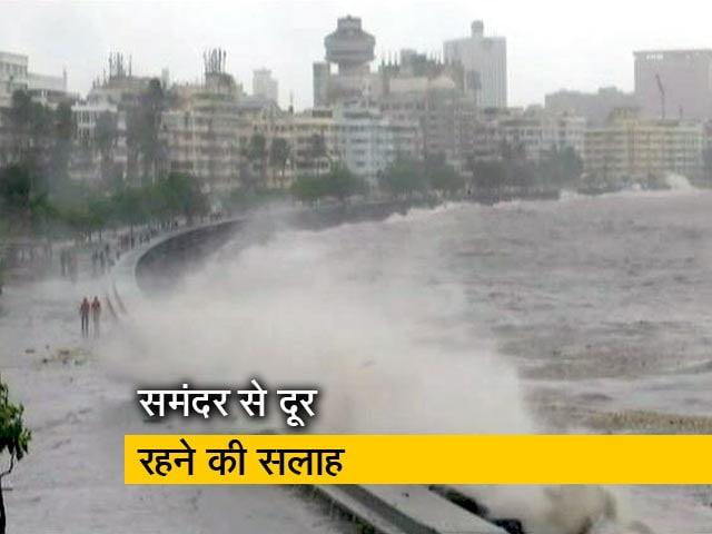 Videos : मुंबई में बारिश के साथ हाई टाइड, 5 मीटर ऊंची उठीं लहरें