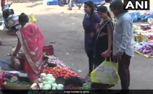 A Chhattisgarh Family Stops Using Plastic Bags, Shows Alternate Way