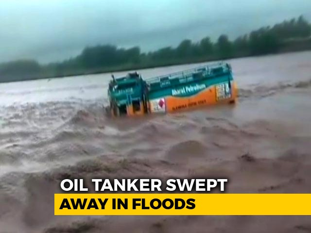 Video : Watch: Oil Tanker Swept Away By Floodwaters In UP, 3 Reportedly Missing