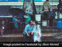 फोटोग्राफर ने क्लिक की प्रेमी जोड़े की KISS करते हुए फोटो, मच गया पूरे देश में बवाल