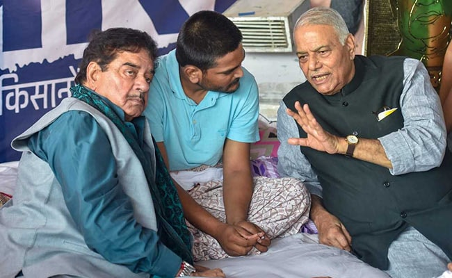 As Hardik Patel Loses 20 Kg In Hunger Strike, Gujarat Government Steps In