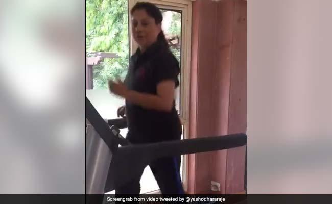 यशोधरा राजे से मनोज तिवारी तक, Video बनाकर दिया #FitnessChallenge का जवाब