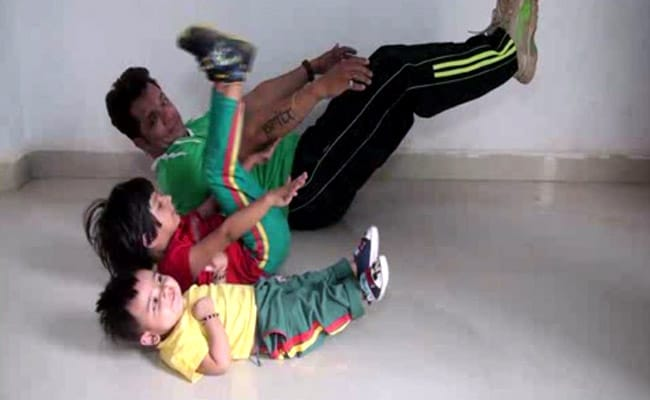 Madhya Pradesh Dad's Fitness Routine With Daughters Is Viral