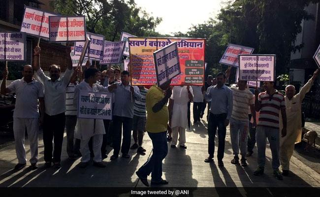 Bharat Bandh: SC/ST एक्ट के विरोध में सवर्ण संगठनों का भारत बंद आज, जानिये किस बात पर मचा है बवाल