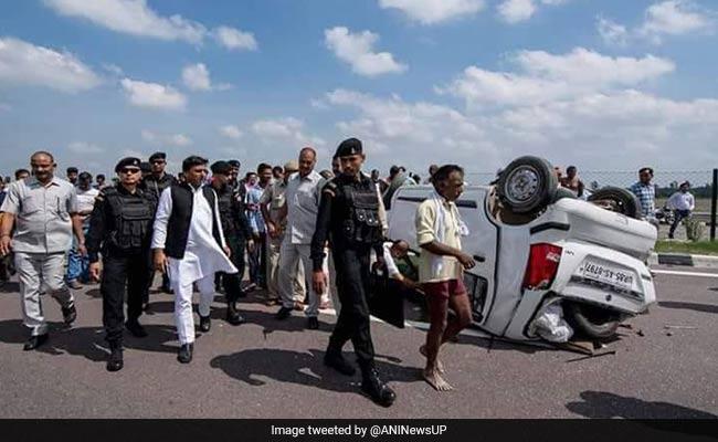 'Good Samaritan' Akhilesh Yadav Tweets Pics Of Helping Accident Survivors